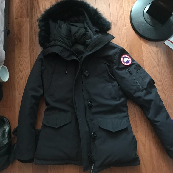 50cc04cdd486 Canada Goose Jackets   Blazers - Authentic Canada Goose Down Parker Navy  Blue fur